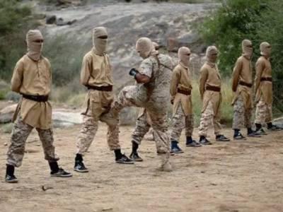 داعش کا کمانڈر اپنے اس کارکن کی ٹانگوں کے درمیان اس طرح لات کیوں مار رہا ہے؟ اس کام کی وجہ جان کر ہر مرد کا منہ کھلا کا کھلا رہ جائے