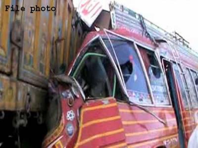 حاصل پور، بس اور ٹریلر میں تصادم،2 خواتین سمیت 4 افراد جاں بحق،6 زخمی