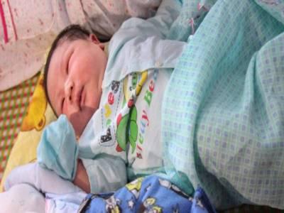ویتنام میں7 کلو وزنی بچے کی پیدائش ، لوگ حیران