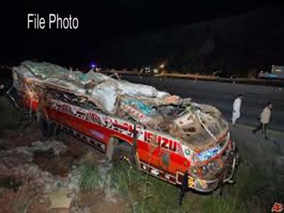 بس اور آئل ٹینکر کے مابین تصادم ، 3افراد جاں بحق، 20زخمی