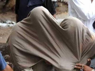 جوہرٹاﺅن: فحاشی کے اڈے پر چھاپہ، 4 خواتین سمیت 9 افراد گرفتار