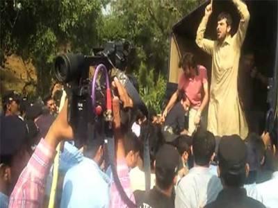 اسلام آباد،قائداعظم یونیورسٹی میں پولیس کی کارروائی،100 سے زائد طلبا گرفتار
