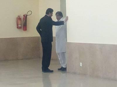 نااہلی کیس، عمران خان کے وکیل نعیم بخاری اور حنیف عباسی سپریم کورٹ میں ایسا کام کرتے پکڑے گئے کہ کپتان کی آنکھیں بھی کھلی کی کھلی رہ جائیں گی