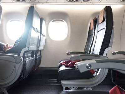 جہاز کے لینڈنگ اور ٹیک آف کے وقت آپ کی کرسی کے 'آرم ریسٹ' ہمیشہ نیچے کیوں کروائے جاتے ہیں؟ انتہائی خطرناک وجہ سامنے آگئی