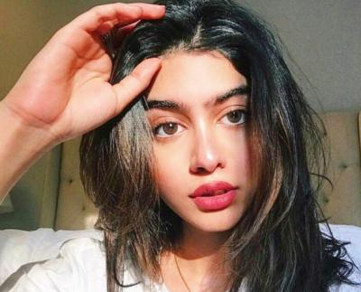 سری دیوی کی بیٹی جھانوی کپور بھی بالی ووڈ میں قدم رکھنے کو تیار۔۔۔ کس فلم میں کام کرنے جا رہی ہیں اور کیسی نظر آتی ہیں؟ تفصیلات اور تصاویر نے سوشل میڈیا پر ہنگامہ برپا کر دیا