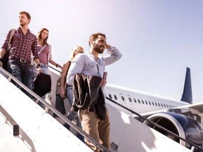 جہاز لینڈ کرنے کے بعد آپ کو باہر نکلنے کے لئے اتنا انتظار کیوں کرنا پڑتا ہے، اس دوران پائلٹ کیا کررہا ہوتا ہے؟ آپ بھی جانئے