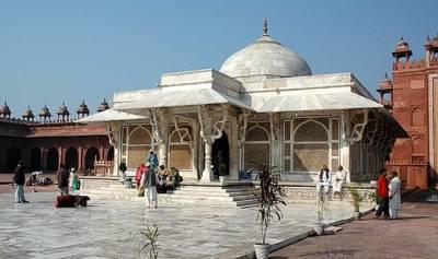 مغل شہنشاہ جہانگیر کسی اور کے نصیب کا بیٹا تھا ، شہنشاہ اکبرکی رانی بیٹے کی مراد پانے کے لئے کس بزرگ کی اہلیہ کے پاس گئی تھی؟ تاریخ مغلیہ کا سچا واقعہ