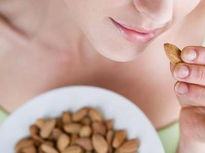 دبلی اور لچکیلی کمر کا خواب دیکھنے والی عورتوں کے لئے وہ چار غذائیں جو ان کی نسوانیت اور صحت کھونے نہیں دیتیں