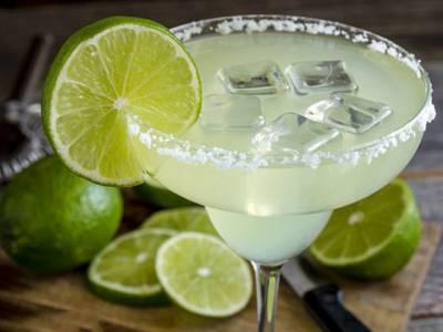'ریسٹورنٹ میں گلاس پر لگا لیموں کا ٹکڑا کبھی غلطی سے بھی اپنے مشروب میں نہ ڈالیں کیونکہ اس میں۔۔۔' ماہرین نے سخت ترین وارننگ جاری کردی