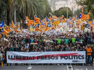 بارسلونا میں 8لاکھ انسانوں کا سونامی ،کاتالان سیاسی قیدیوں کی رہائی کا مطالبہ