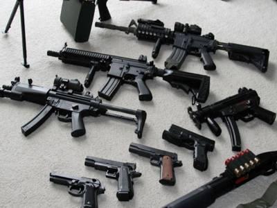 وزارت داخلہ کا آٹومیٹک (خودکار) ہتھیاروں کے لائسنسوں کو معطل کرنے کا فیصلہ
