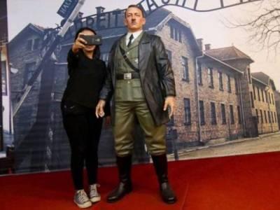 انڈونیشیا کے عجائب گھر سے ہٹلر کے متنازعہ موم کے مجسمے کو ہٹا دیا گیا