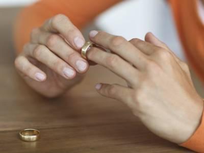 مصری خاتون کا سستے کپڑے پہننے پر شوہر سے طلاق کا مطالبہ