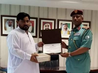شارجہ: پاکستانی شہری کی بہادری، پولیس کے آنے تک ڈاکو کو پکڑے رکھا، خصوصی اعزاز دیا گیا