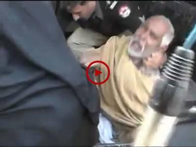 ملتان پولیس کا معمر جوڑے پر تشدد کرنے اور زبردستی گھسیٹ کر گاڑی میں ڈال کر تھانے لے جانے کی ویڈیو سوشل میڈیا وائرل ہو گئی۔ ویڈیو: محمد بلال۔ وہاڑی