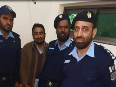 فیض آباد پل کے پاس سے مشکوک شخص گرفتار،2کلو بارودی مواد برآمد