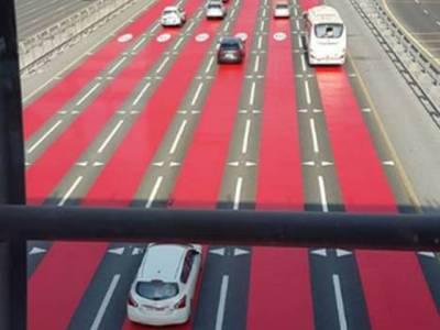 دبئی کی معروف ترین شاہراہ شیخ زائد روڈ پر پولیس نے یہ لال رنگ کا پینٹ کیوں کردیا؟ وجہ جان کر آپ کو بے حد حیرت ہوگی
