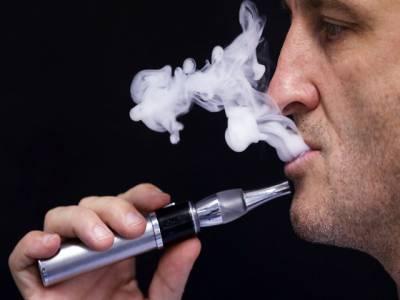 دبئی کے شاپنگ مالز میں الیکڑانک سگریٹ پینے پر 2000 درہم جرمانہ