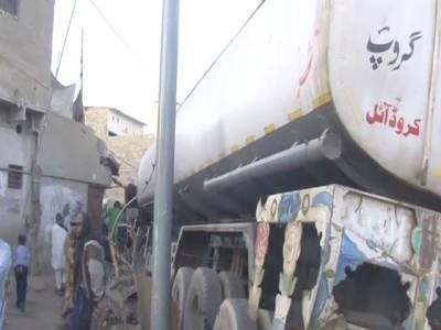 کراچی،کورنگی میں آئل ٹینکر مکان سے ٹکرا گیا،خاتون جاں بحق،7 افراد زخمی