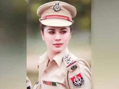 پولیس کی خوبرو آفیسر کی تصاویر سوشل میڈیا پروائرل ، لیکن یہ پولیس آفیسر دراصل کون ہے؟ حقیقت سامنے آگئی