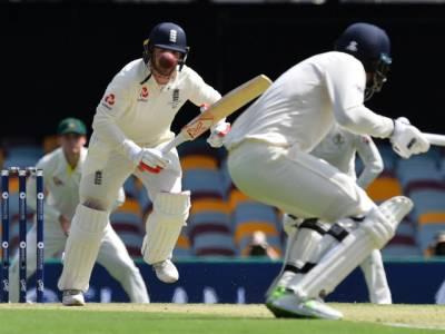 ایشز سیریز، پہلے ٹیسٹ کے پہلے دن کے اختتام تک انگلینڈ نے 4وکٹوں کے نقصان پر 196رنز بنالئے