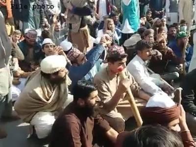 کراچی،رینجرز کے دھرنا مظاہرین سے مذاکرات،آئی آئی چندریگر روڈ ٹریفک کیلئے کھول دیا