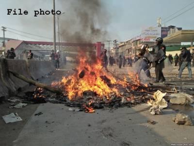 اسلام آبادہائی وے پر رینجرز اور مظاہرین میں جھڑپ،مشتعل افراد نے گاڑی اور 5 موٹرسائیکلیں نذرآتش کردیں