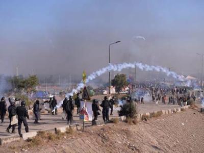آنسوگیس کا استعمال:کارکنوں نے 2بوریاں خول کی بھرلیں