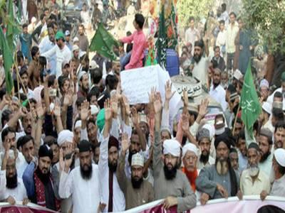 لاہور میں مذہبی جماعت کے کارکنوں کا دھرنا ختم کرنے سے انکار کر دیا،رانا ثنا اللہ کے استعفیٰ کا مطالبہ