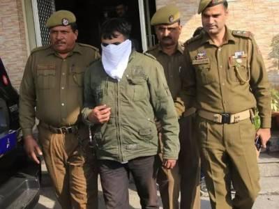 بھارتی فوج کا افسر مقبوضہ کشمیر میں ایسی چیز لے آیا کہ پولیس کی بھی دوڑیں لگ گئیں، فوری گرفتار کرلیاگیا کیونکہ ۔ ۔ ۔