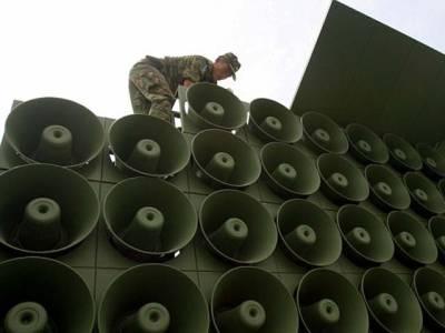 دنیا کی وہ سرحد جہاں دو طاقتور ممالک کے درمیان ہتھیاروں نہیں بلکہ لاﺅڈسپیکرز کے ذریعے جنگ لڑی جارہی ہے
