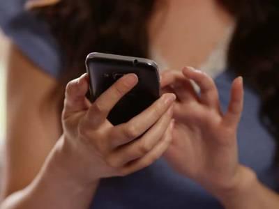 دبئی میں خاتون نے اتفاقاً اپنی 13 سالہ بیٹی کا موبائل کھول کر دیکھا تو اندر ایسی چیز نظر آگئی کہ زندگی کا سب سے زوردار جھٹکا لگ گیا، ایسا کیا تھا؟ جان کر تمام والدین کے واقعی ہوش اُڑجائیں