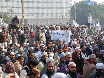 حکومت کے لاہور میں دھرنا مظاہرین سے مذاکرات جاری :نجی ٹی وی
