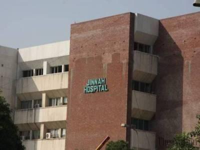 لاہور میں دو بھائیوں نے موبائل چوری کا الزام لگا کر ایک لڑکے کو آگ لگا دی