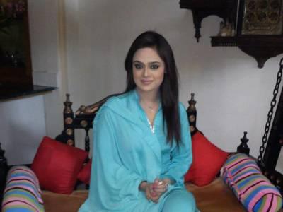 اداکارہ صوبیہ خان کو پاکستانی بزنس مین ملک مظفر نے شادی کی پیشکش کر دی