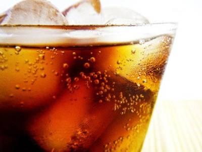 پینے کے علاوہ پیپسی اور کوکاکولا کے وہ حیرت انگیز فوائد جنہیں جان کر آپ انہیں پینے کی بجائے انہی کاموں کے لئے استعمال کریں گے