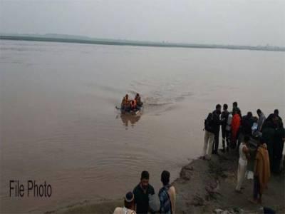 ٹھٹھہ،ساحلی علاقے بوھارا میں 50 سے زائد زائرین کی کشتی الٹ گئی،13افراد جاں بحق