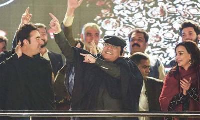 'میں سمجھتا ہوں کہ۔۔'جلسے میں آصف زرداری کے رقص پر عمران خان کا ایسا تبصرہ کہ پاکستانی ہنستے ہنستے کرسیوں سے گر پڑیں گے