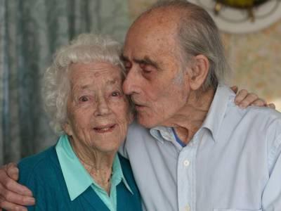79 سال پہلے میرے جسم کو اس لڑکے نے اس جگہ سے نکالا تھا، وہ دن اور آج کا دن، ہم ساتھ ساتھ ہیں' شادی کی 77ویں سالگرہ منانے والے جوڑے کی ایسی پریم کہانی جسے سن کر آپ کو بھی پیار پر یقین آجائے گا