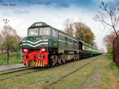 راولپنڈی سے لاہور آنے والی خیبر میل کی 3 بوگیاں پٹڑی سے اتر گئیں ، مسافر محفوظ رہے