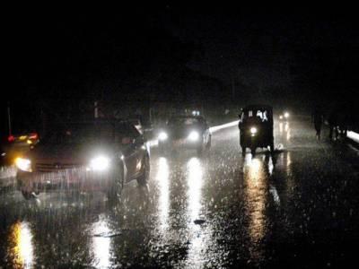 کراچی میں گرج چمک کے ساتھ موسلا دھار بارش اور ژالہ باری