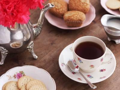 کیا آپ کو معلوم ہے روایتی طور پر چائے کے ساتھ بسکٹ کیوں پیش کیے جاتے ہیں؟ جانئے وہ انتہائی حیرت انگیز بات جو آپ کو آج تک کسی نے نہیں بتائی
