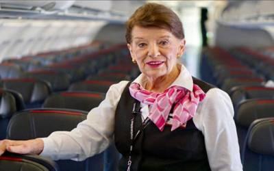 امریکی ایئرلائن کی وہ ایئر ہوسٹس جو 60 سال سے نوکری کررہی ہے