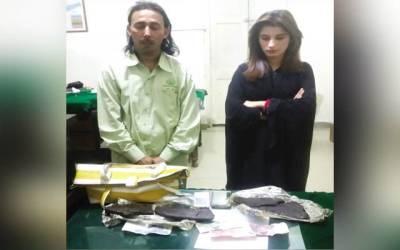 کراچی کی یہ لڑکی صبا تھانے میں موجود لیکن کس الزام میں پکڑی گئی؟ موبائل میسج نہیں کرتی بلکہ ۔ ۔ ۔