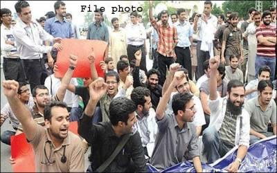 لاہور،ہسپتالوں کی نجکاری کیخلاف ینگ ڈاکٹرز پھر سراپا احتجاج،آﺅٹ ڈور میں کام بند ،مریض رل گئے