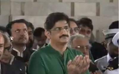 وزیراعلیٰ سندھ، گورنر اور تینوں مسلح افواج کے نمائندوں کی مزار قائد پر حاضری،پھولوں کی چادر چڑھائی اور فاتحہ خوانی کی