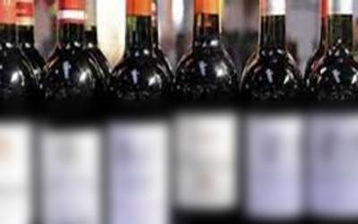 ڈیفنس بی پویس کی کارروائی، مشکوک گاڑی سے 24غیر ملکی شراب کی بوتلیں برآمد