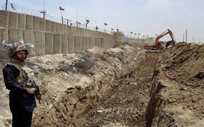 پاک افغا ن سر حد پر باڑ کی تنصیب کا کام تیز رفتاری سے جاری، دوسال میں باڑ مکمل ہوجائے گی: حکام
