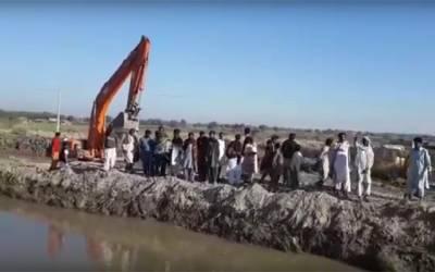 گاؤں امید علی میں کوٹ واہ نہر میں شگاف