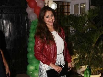فلمی پردے سے غائب رہنے والی اداکارہ ارمیلا مٹونڈکر کی کرسمس پارٹی میں شرکت